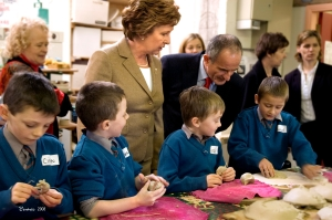 President visits the Childrens Pottery Workshop at the Cill Rialaig Arts Centre